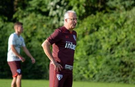 Técnico Dorival Júnior testa opções no time do São Paulo (Foto: Érico Leonan/saopaulofc.net)