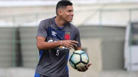 Atacante só vai se juntar ao grupo da Seleção no próximo dia 18 de setembro (Foto: Paulo Fernandes/Vasco)