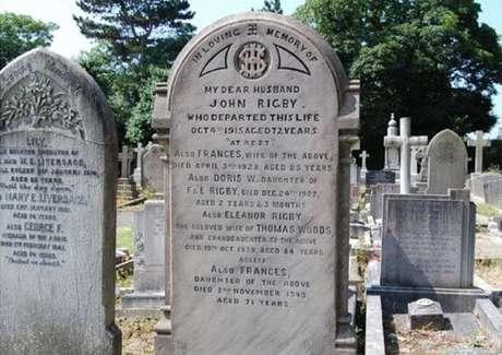Lápide de Eleanor Rigby em cemitério de Liverpool