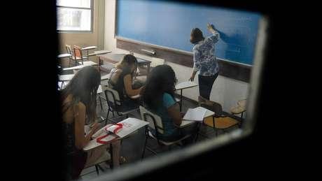 Despesas por universitário brasileiro superam o investimento de países como Itália e Polônia