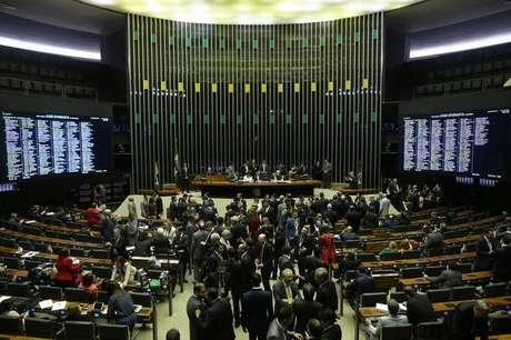 Câmara adia votação de PEC da reforma política por falta de acordo