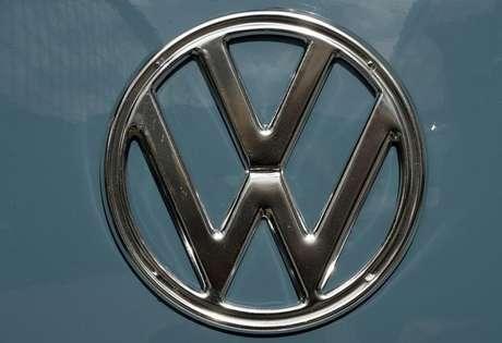 Logo da Volkswagen em feira de caminhões da montadora alemã em Hanover, na Alemanha 23/09/2014 REUTERS/Fabian Bimmer