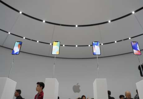 iPhones X em exposição durante evento de lançamento da Apple em Cupertino, Estados Unidos 12/09/2017 REUTERS/Stephen Lam
