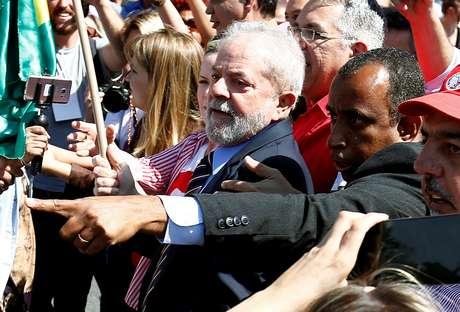 Ex-presidente Luiz Inácio Lula da Silva chega à Justiça Federal em Curitiba para prestar depoimento 13/09/2017 REUTERS/Rodolfo Buhrer