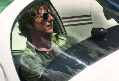 """Tom Cruise é um piloto que vive perigosamente no longa """"Feito na América"""""""