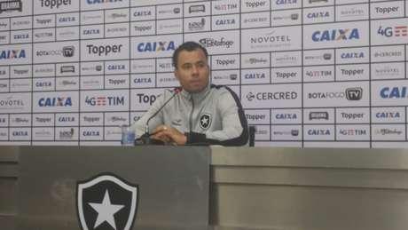 Jair Ventura crê que o Botafogo virá forte para o confronto com o Botafogo na Libertadores (Foto: Vinícius Britto)