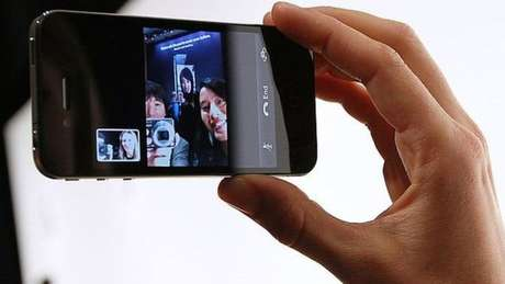 A câmera frontal do iPhone 4 tirava apenas fotos de 0,3 megapixels