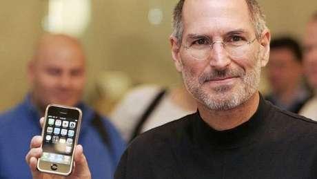 Steve Jobs, um dos fundadores da Apple, morreu após sofrer de câncer no pancreas