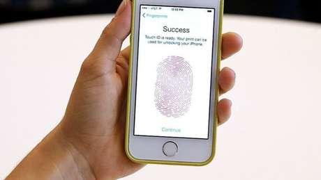 Apple demorou um ano para adicionar a tecnologia AuthenTec em seus iPhones