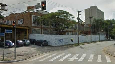 Visão do Google Street View, em 2011, de terreno que supostamente seria destinado ao Instituto Lula, na rua Dr. Haberbeck Brandão, em São Paulo | Foto: Reprodução/Google Street View