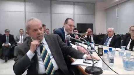 Ex-presidente Lula durante primeiro depoimento ao juiz Sérgio Moro em maio de 2017 | Foto: Reprodução/Justiça Federal do Paraná
