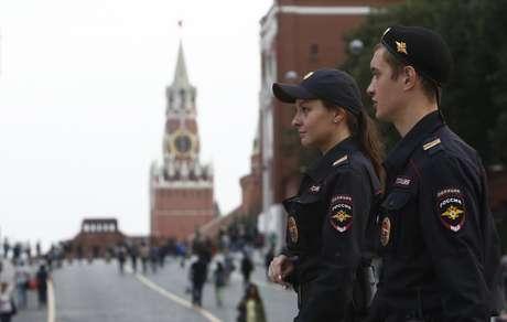 Policiais patrulham rua de Moscou após ameaças de bombas por telefone