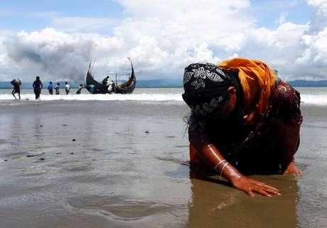 Refugiada rohingya após cruzar a fronteira entre Bangladesh e Mianmar de barco, em Shah Porir Dwip 11/09/2017 REUTERS/Danish Siddiqui