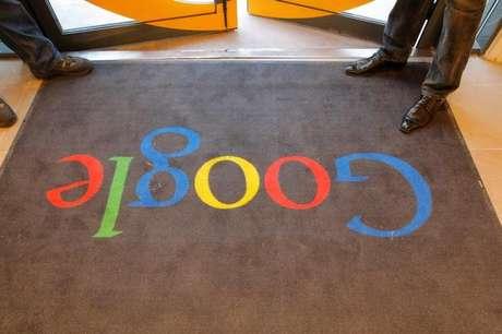Entrada da sede do Google em Paris, França 6/12/2011 REUTERS/Jacques Brinon/Pool/File Photo