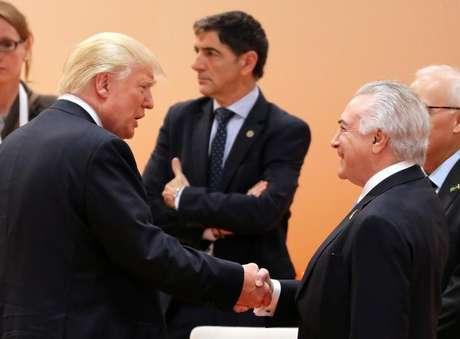 Trump e Temer se cumprimentam na cúpula do G20 em Hamburgo  8/7/2017    REUTERS/Ludovic Marin