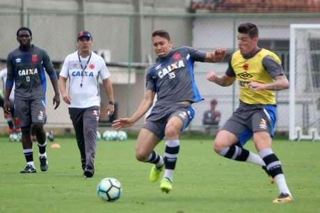 Jean espera jogo difícil, mas diz que Vasco tem capacidade de jogar de igual para igual (Foto: Paulo Fernandes/Vasco)