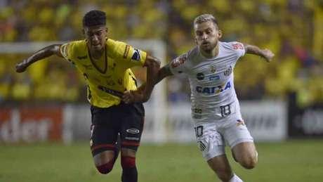Santos abriu o placar com Bruno Henrique, mas cedeu o empate ao Barcelona, no Equador (Foto: AFP)