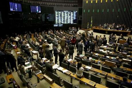 Plenário durante votação da Proposta de Emenda à Constituição (PEC) 77/03, que trata de reforma política