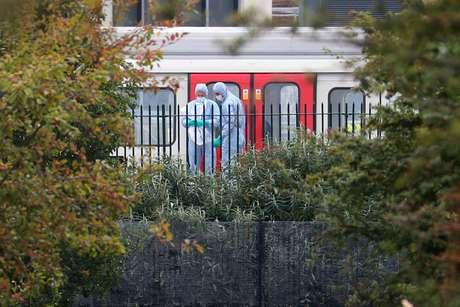 Especialistas investigam explosão no metrô de Londres