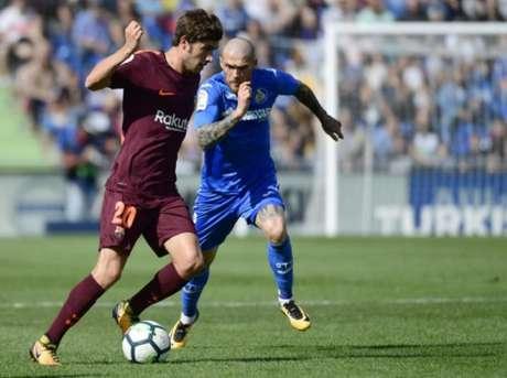 Paulinho marca e garante vitória de virada do Barcelona