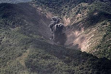 Bombas explodem em meio a montanhas durante exercícios militares conjuntos da Coreia do Sul e dos Estados Unidos