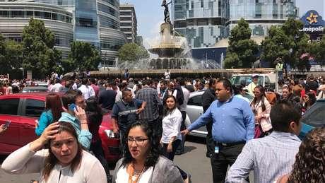 Pessoas reagem após terremoto que atingiu a Cidade do México, no México 19/09/2017 REUTERS/Carlos Jasso