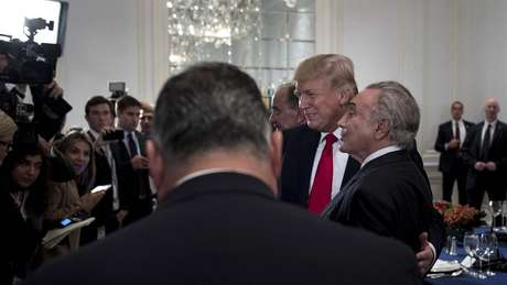 Trump e Temer posam para foto