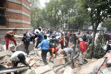 Prédios danificados por terremoto na capital mexicana