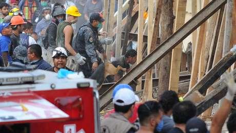 Saída de emergência desabou quando crianças eram retiradas do prédio