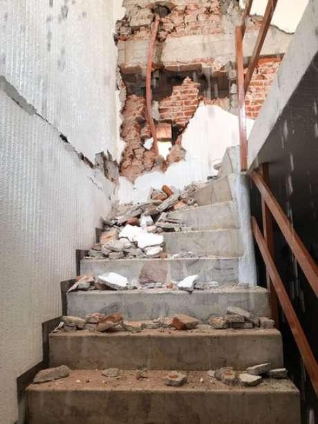 Testemunhas dizem que o tremor foi tão forte que era praticamente impossível descer as escadas (Foto: Guillermo Rentería)