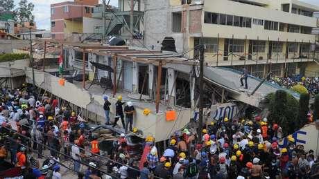 Mais de 32 crianças e 5 adultos morreram no colapso da escola Enrique Rebsamen, na Cidade do México