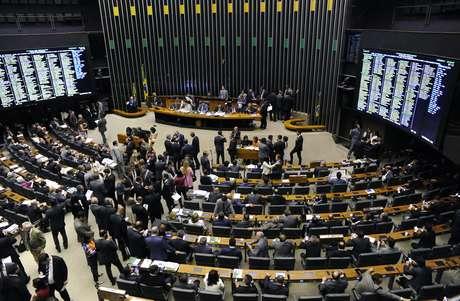 Câmara rejeita distritão e mantém sistema proporcional para eleição de deputados