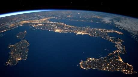Se o planeta Terra acelera o ritmo de rotação com a energia criada pelos abalos sísmicos, o dia pode ficar mais curto. Foto: ESA/NASA