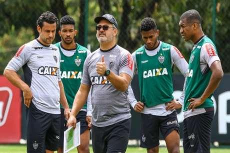 Volante Ramon não vê problemas em atuar na lateral-direita do Vitória