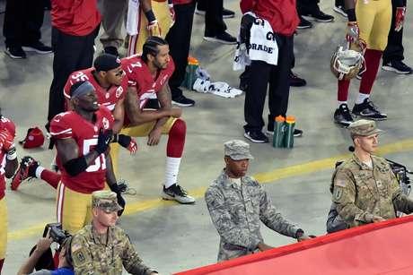 Atletas e times da NFL se unem contra Trump