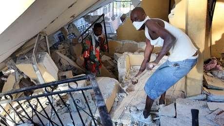 Busca por sobreviventes de terremoto no Haiti em 2010 durou semanas