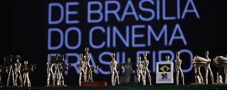 Cerimônia distribuiu os troféus Candangos para a mostra competitiva de longas e curtas e ainda os troféus da Câmera Legislativa para a mostra Brasília de longas e curtas.