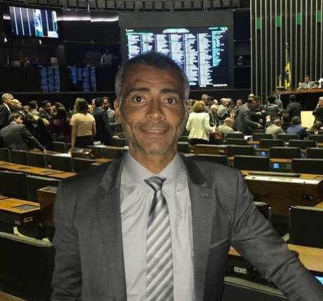 Atualmente senador e com atuação destacada na CPI do Futebol, o ex-atacante Romário é pré-candidato ao governo do Estado do Rio de Janeiro.