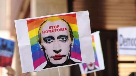 Cartaz contra homofobia na Rússia