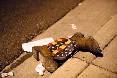A polícia informou que há mais de 50 mortos e 200 feridos, o que faria do episódio o mais sangrento tiroteio da história dos Estados Unidos.