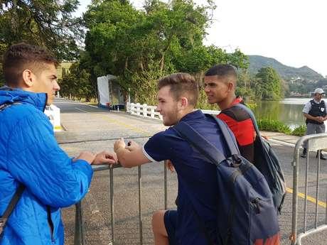 Esportes: Tite treina pela primeira vez na Granja com 16 dos convocados