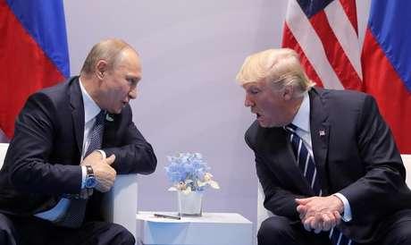 Presidente da Rússia, Vladimir Putin, e presidente dos Estados Unidos, Donald Trump, durante reunião bilateral em Hamburgo, na Alemanha 07/07/2017 REUTERS/Carlos Barria