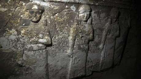 Túneis cavados pelo EI acabaram revelando artefatos desconhecidos