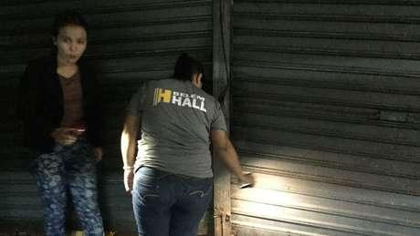 Após lotação além do esperado, portões de espaço acabaram quebrados ou amassados | Foto: Leandro Machado/BBC Brasil