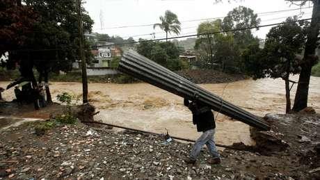 Chuvas fortes provocadas pelo Nate causaram inundações na Costa Rica.