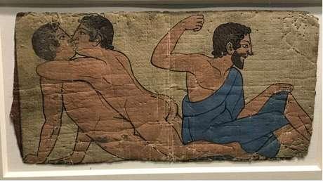 Homens se beijam em pintura de tumba no Museu Britânico