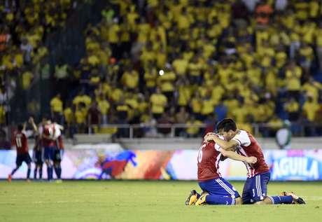 Jogadores do Paraguai comemora a vitória heroica sobre a Colômbia, pelas Eliminatórias