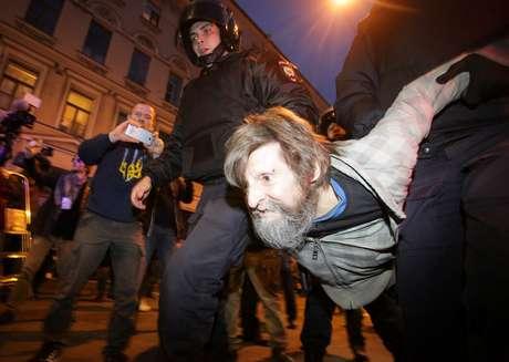 Mais de 270 detidos em manifestações no 65.º aniversário de Putin
