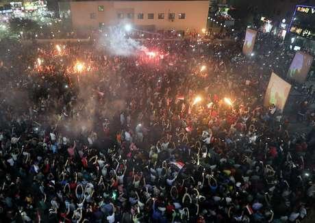 Multidão comemora volta do Egito à Copa do Mundo nas ruas de Cairo