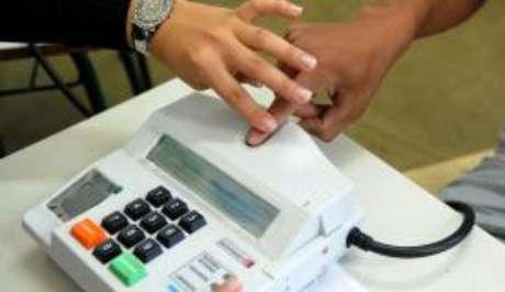 Identificação de eleitor pela impressão digital no sistema biométrico